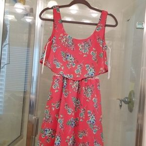 Size 3/4 flower print dress with lace panel.